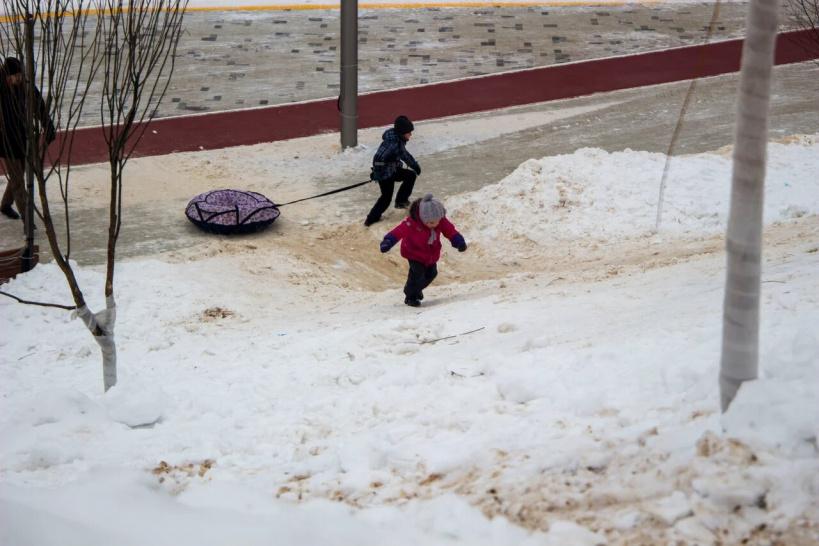 Безопасность снежных горок проверили в Красногорске