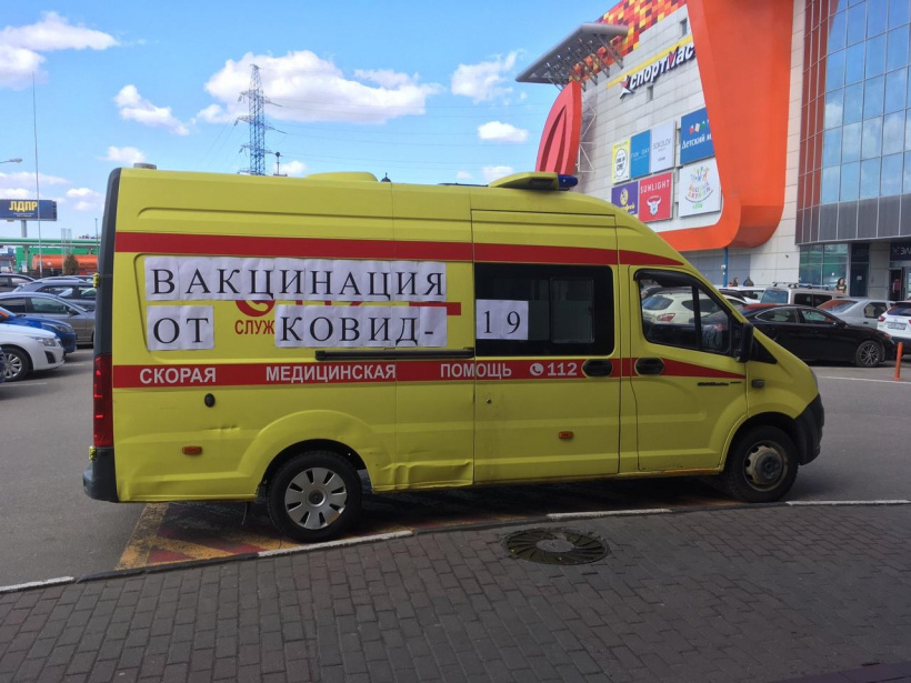 Мобильные пункты вакцинации открылись в ТЦ Красногорска