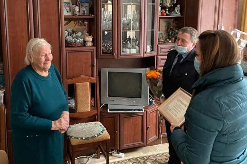 Поздравление красногорского ветерана с Днём Победы